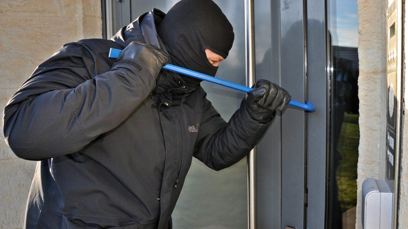 burglar-3718381_1920