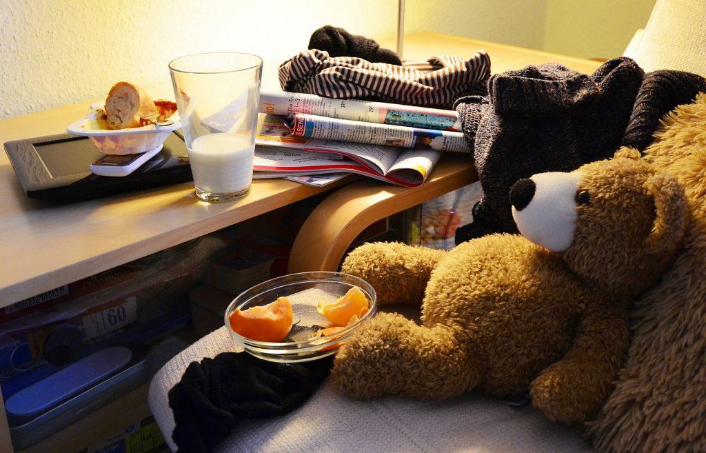 clutter-560701_1920